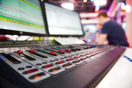 Представители «Эха Москвы» и «Эха Петербурга» подписали новый договор, на основании которого в Петербурге будет осуществляться вещание радиостанции