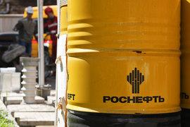 По расчетам WWF на основе данных самих компаний, ежегодно в России выливается порядка 430 000 т нефти