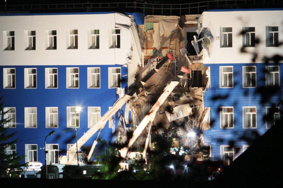 В здании казармы учебного центра ВДВ в пос. Светлый в воскресенье вечером обрушились пролеты-перекрытия