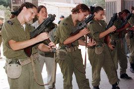 Солдаты израильской армии с пистолетами-пулемётами «Узи», 1998 г.