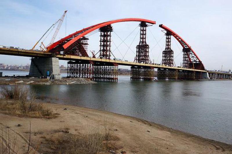 Длина шестиполосного Бугринского моста – 2095 м, мостового перехода – 5819 м