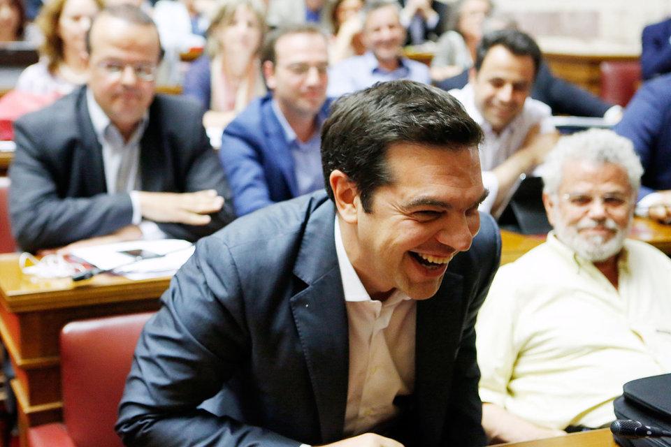 Ципрас обсуждает с парламентариями от партии «Сириза» законопроект по предложениям кредиторов