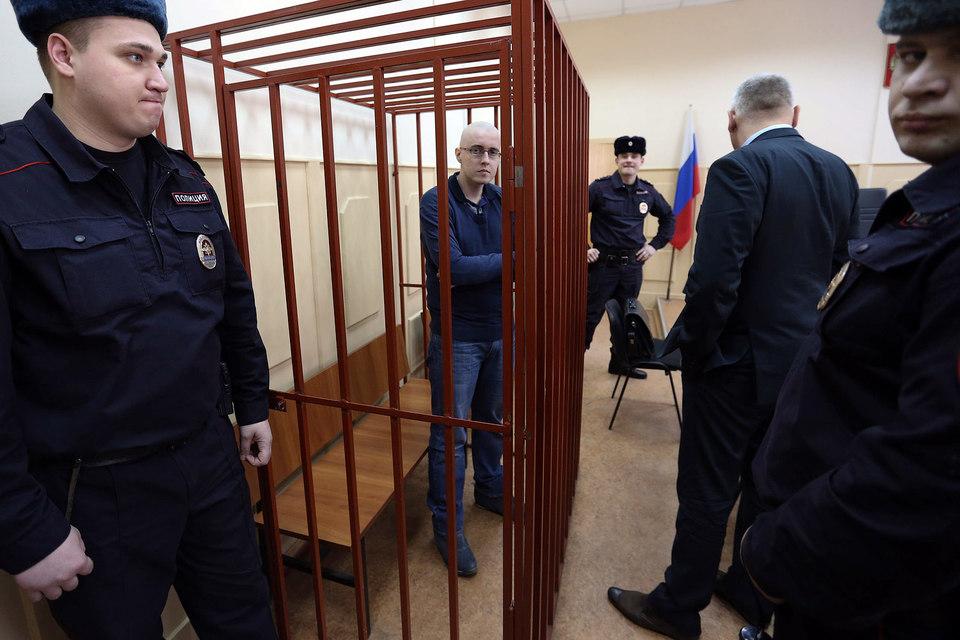 Гособвинение потребовало пожизненного лишения свободы для лидера БОРН Ильи Горячева (в центре)