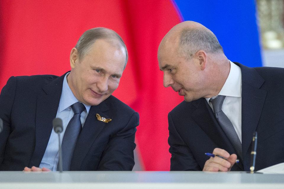 «В целом это влияние мы не почувствовали: экономика Греции небольшая и непосредственно серьезных отношений у России с этой страной в торговле и финансах нет», – успокоил Путина Силуанов