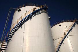 Азиатские покупатели стали определять условия поставок нефти, закупая больше сырья на спотовом рынке, а не по долгосрочным контрактам