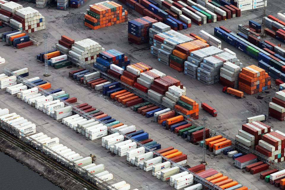 Оборот контейнеров в петербургских портах снизился почти на треть