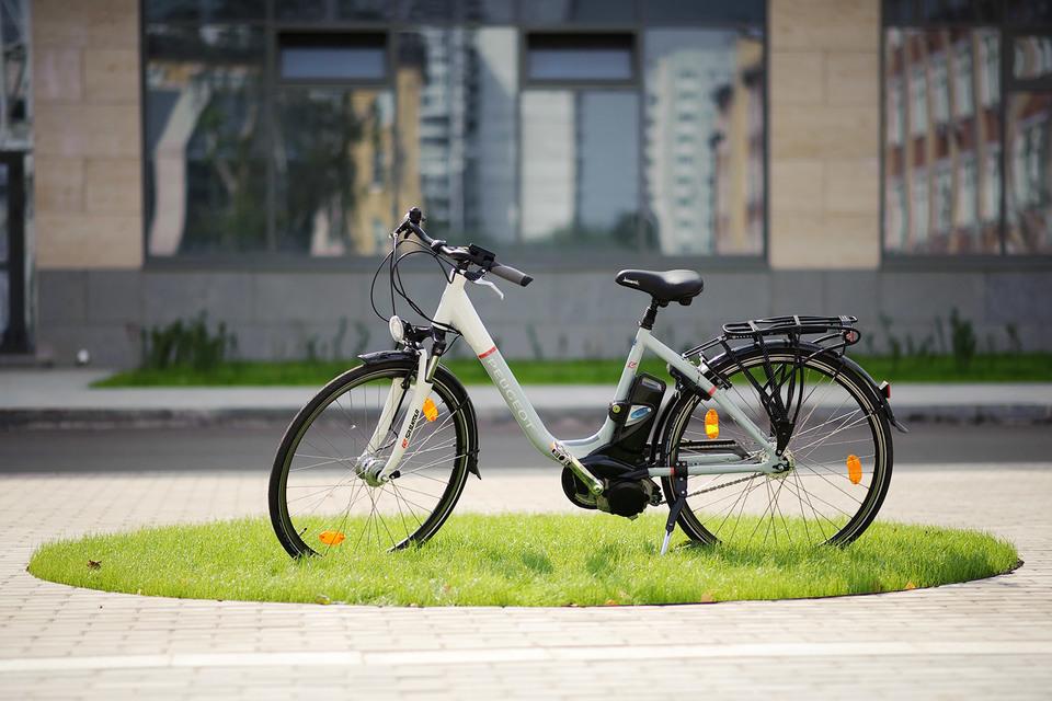 Остается лишь сесть и нажать на педаль — остальное Peugeot CE 73 сделает за вас