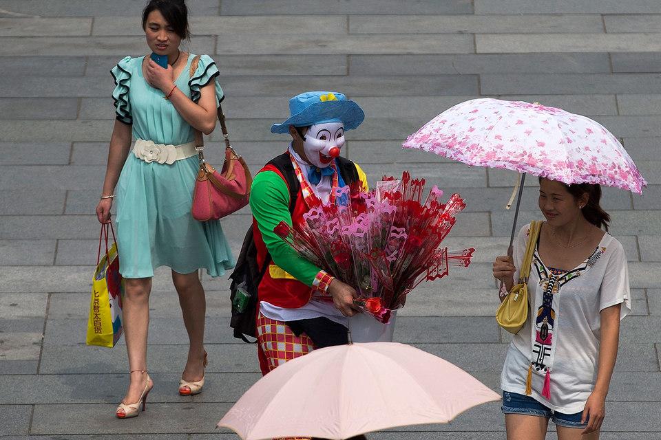 Интерес инвесторов к китайским финансовым инструментам не охладил даже 30%-ный обвал фондового рынка