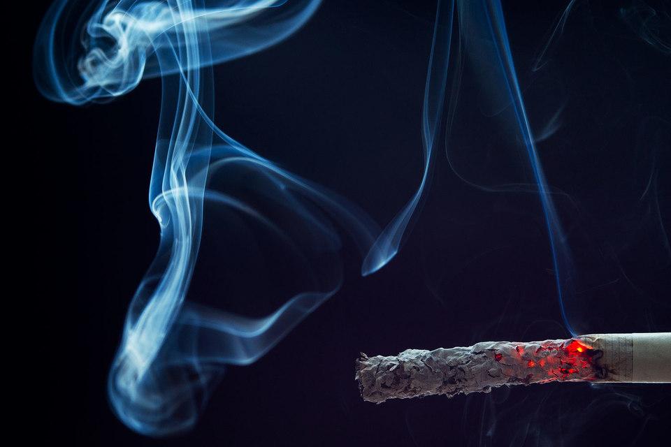 За прошлый год доля курящих в России сократилась на 2 п. п. до 23%, по данным экспертов Synovate Comcon
