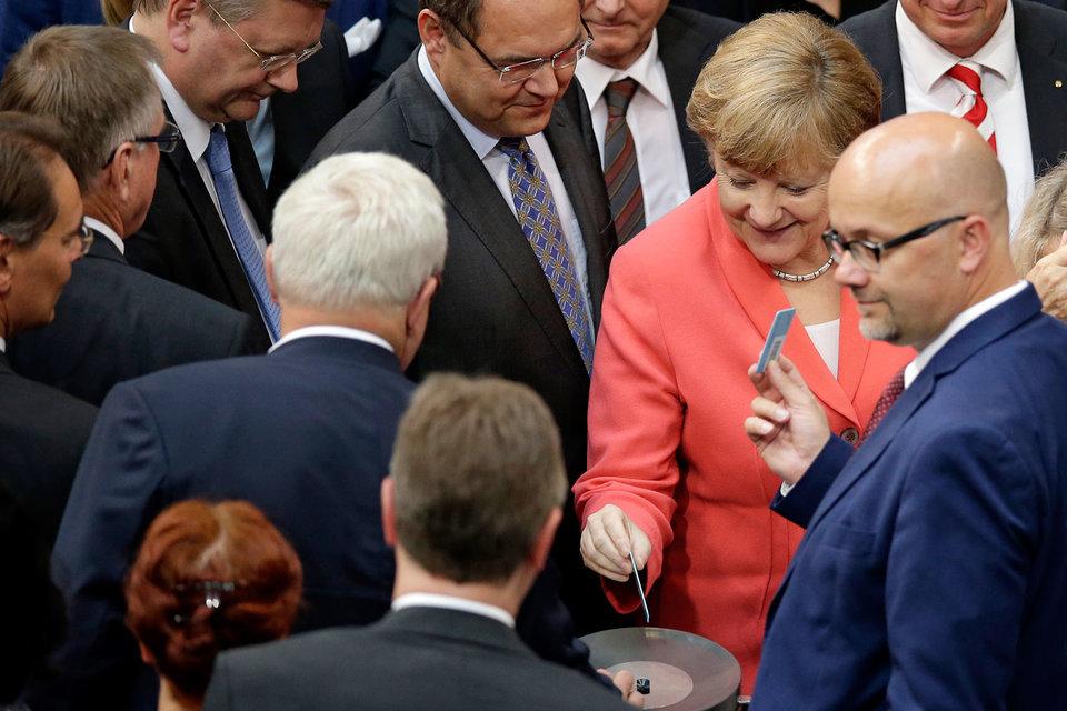 Депутаты бундестага разрешили правительству начать переговоры о деталях новой программы финансовой помощи Греции