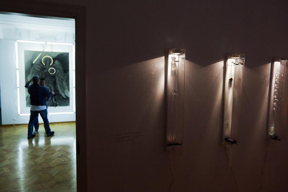 На этой выставке все светится