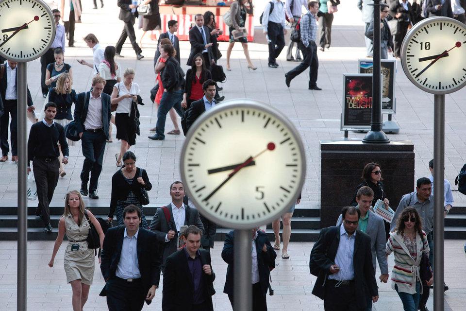 Около 37% встреч начинается с задержкой, пишет The Wall Street Journal