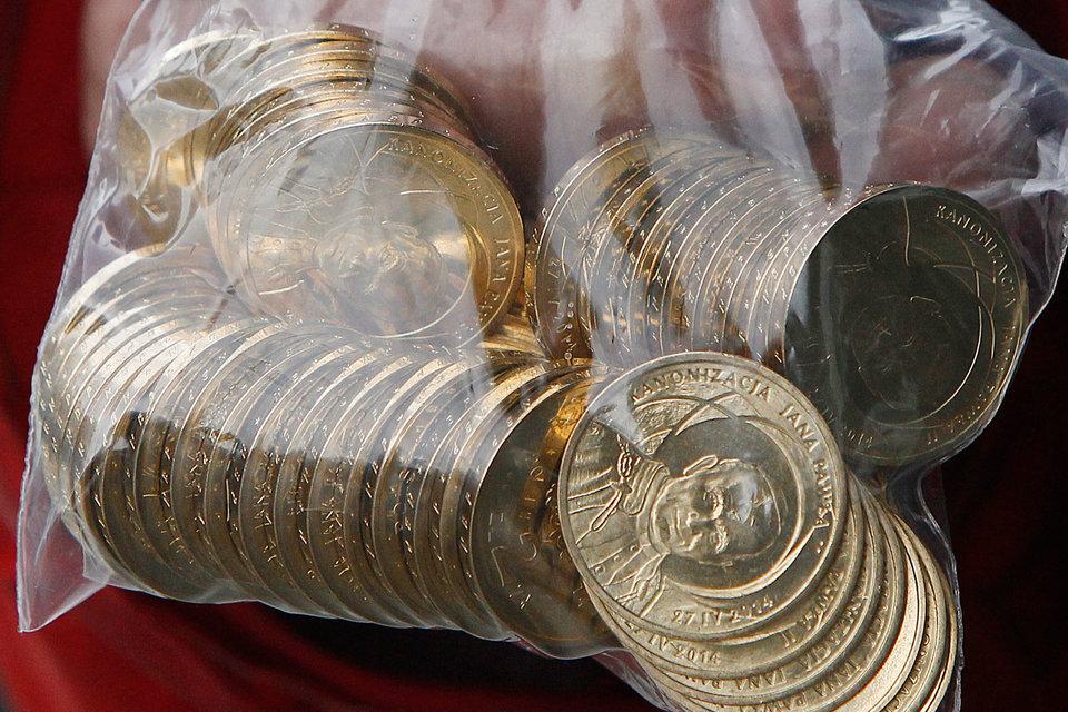 По оценкам польских властей, в общей сложности конвертация обойдется банкам в 9,5 млрд злотых ($2,5 млрд), что соответствует 59% их прибыли за 2014 г.