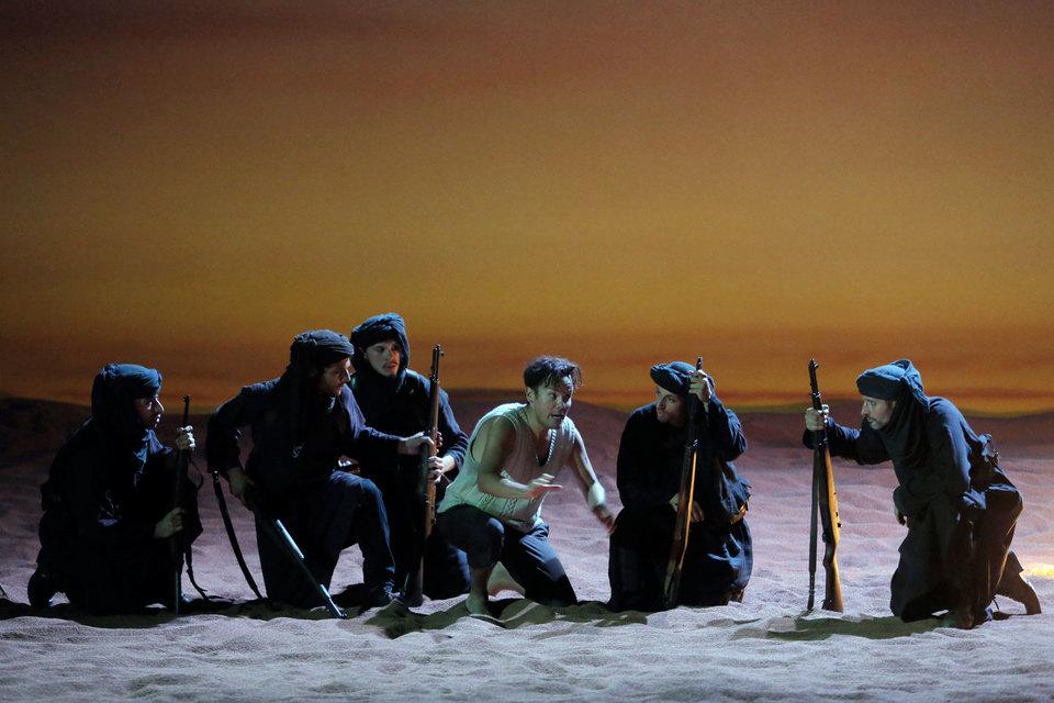В новой версии «Похищения из Сераля» действие перенесено из дворца на фронт