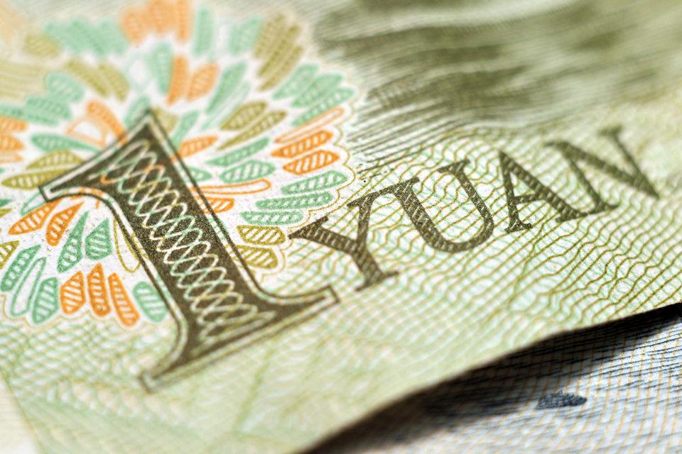 За 10 лет юань укрепился к доллару на 30%, а торговый коридор расширился до плюс-минус 2% от официального курса, но в периоды самой большой нестабильности китайские власти фактически замораживали юань