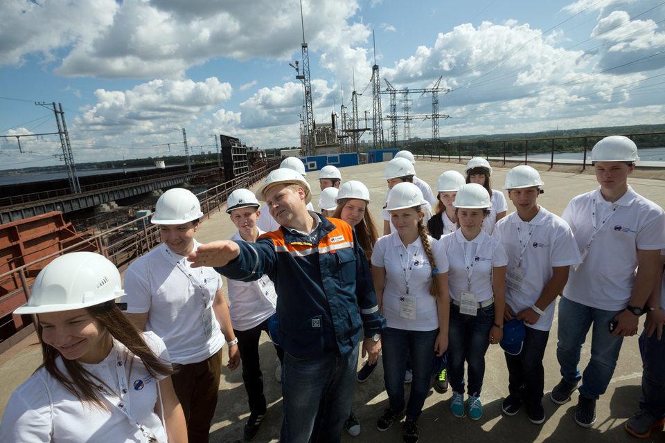 """Компания """"Русгидро"""" в июле открывает Летнюю энергетическую школу, где детям предлагают программу «Энергия своими руками»"""