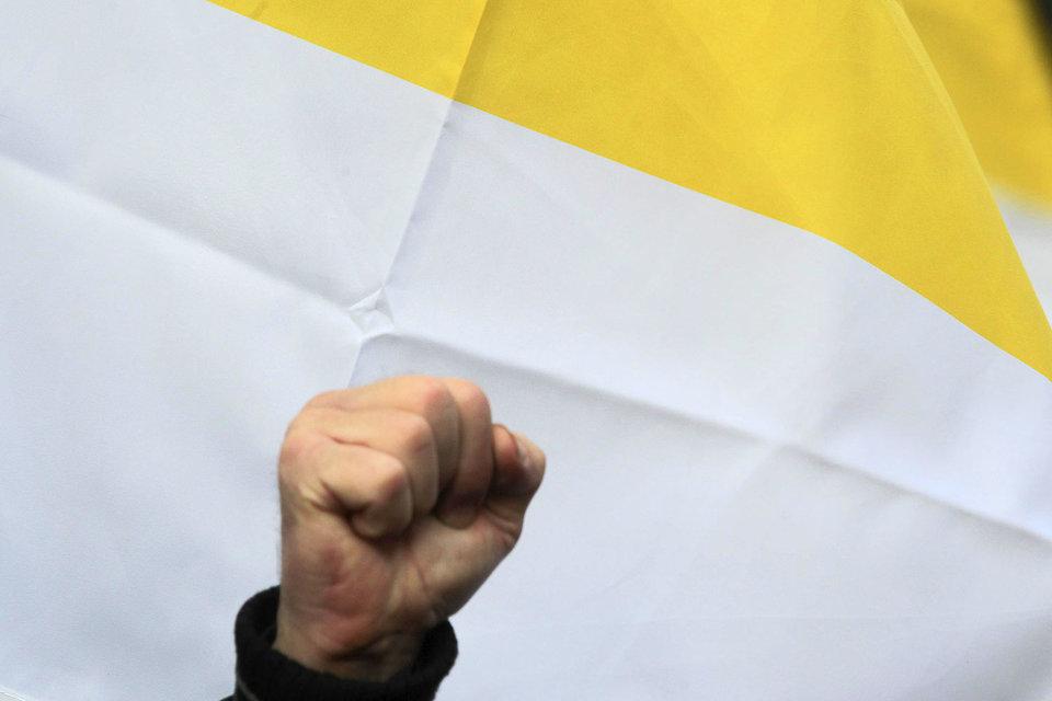 Ультраправые движения призывают записываться в клубы по обучению ножевому и рукопашному бою, некоторые тренировочные базы занимаются подготовкой бойцов для отправки на Украину, другие проводят слеты и открытые тренировки