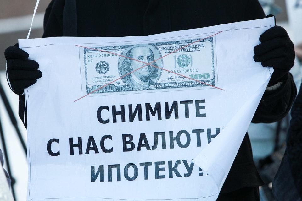 Суд указывает на свободу договора и говорит о том, что ни хранить валюту, ни получать кредиты в иностранной валюте ни один закон не запрещает