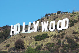 Обвинения выдвинуты против компаний Disney, NBC Universal, Paramount Pictures, Sony Pictures Entertainment, 20th Century Fox и Warner Bros. Entertainment