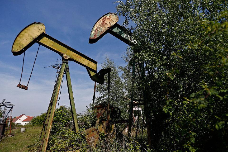 Занимающиеся нефтедобычей компании стараются сворачивать инвестиции в крупные проекты как можно быстрее