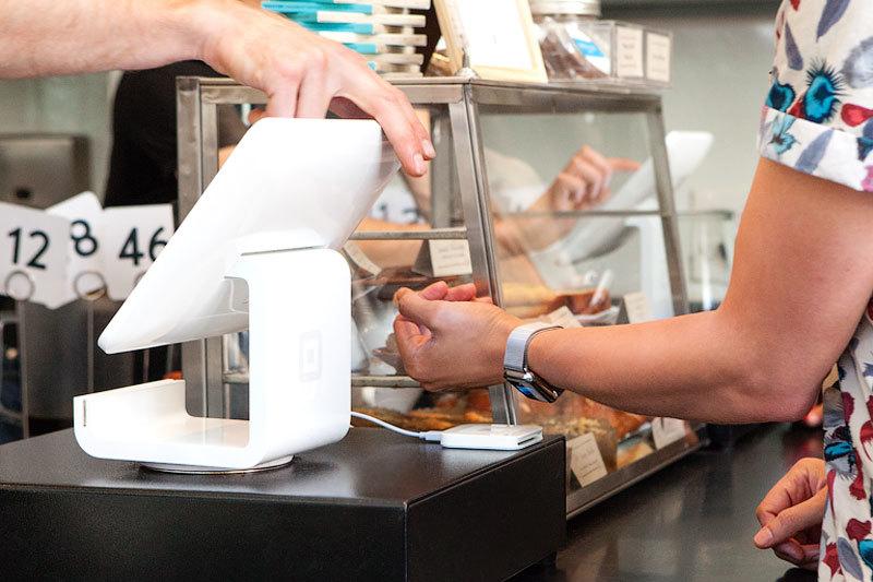 Square предлагает клиентам устройства для оплаты и взимает с них по 2,75% стоимости каждой транзакции