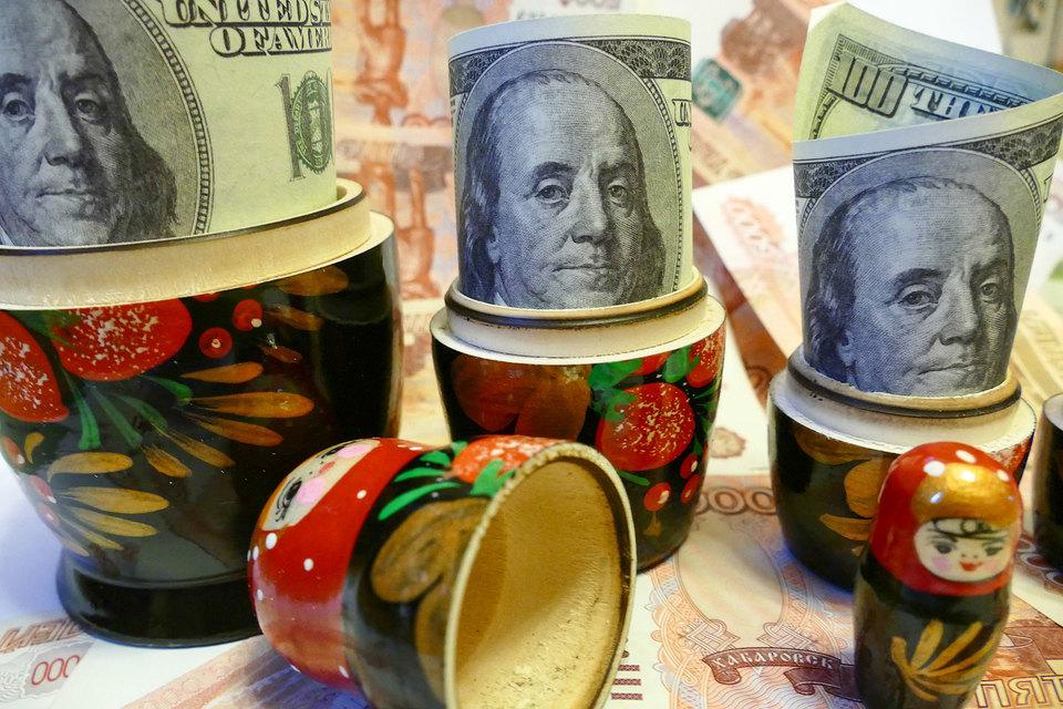 Попытка некоторых корпораций угадать курс рубля или цену на нефть лишила их акционеров дивидендов
