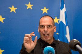 Параллельные платежи позволили бы справиться с хронической нехваткой ликвидности, утверждает бывший министр финансов Янис Варуфакис