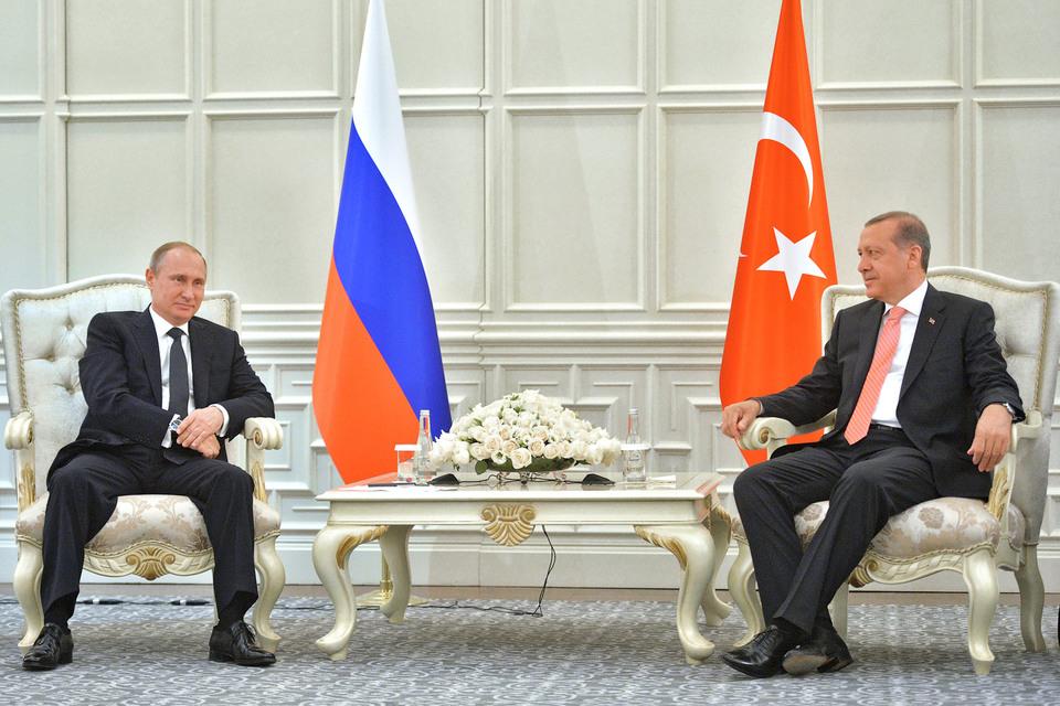 Президент России Владимир Путин (на фото слева) и премьер Турции Реджеп Эрдоган не смогли ускорить «Турецкий поток»