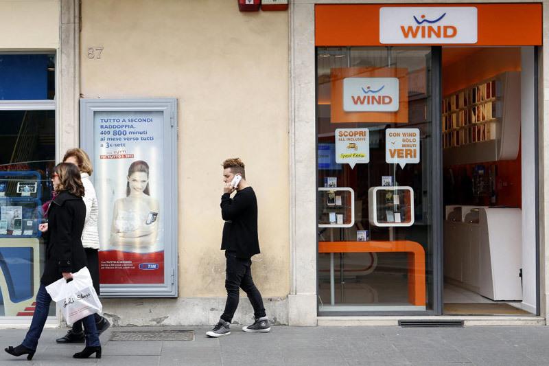 Речь идет о слиянии третьего и четвертого мобильных операторов страны – принадлежащего Vimpelcom Ltd. оператора Wind и оператора Three, которым владеет Hutсhison