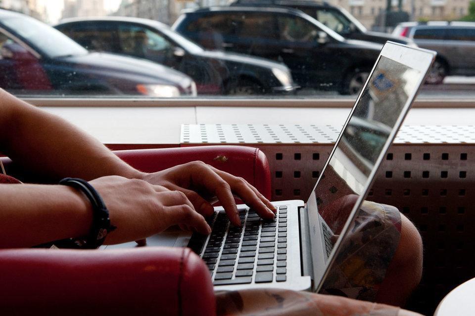 Хакеры используют изображения, загружаемые социальными сетями, чтобы управлять вредоносными приложениями, которыми заражены компьютеры-цели