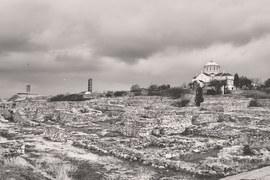 Троице-Сергиева лавра, как и Херсонес и Соловки, внесена в список всемирного наследия ЮНЕСКО, но это уже просто ставропигиальный монастырь РПЦ, который подчиняется непосредственно патриарху