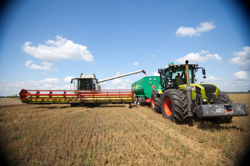 В ожидании роста субсидий производители сельхозтехники не смогли продать ее много