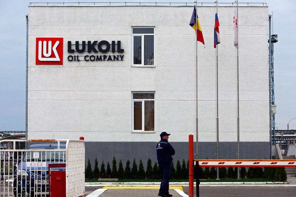 «Лукойл» даже под давлением не продаст свой НПЗ в Румынии дешево, считают эксперты