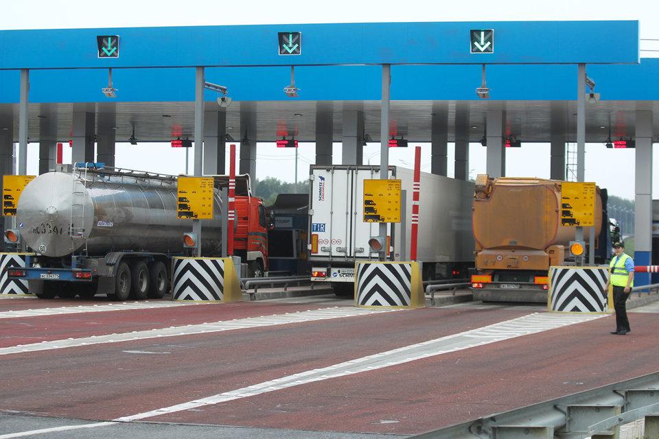 Стоимость проезда по федеральным трассам правительство установило в размере 3,73 руб. за километр пути, но ставка может быть понижена – этот вопрос обсуждается