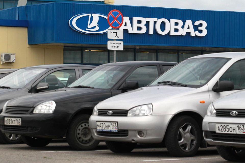 По мнению дилера «АвтоВАЗа», помимо общего падения спроса продажам помешала временная приостановка компанией в начале июля программы обновления парка (утилизация/trade-in)