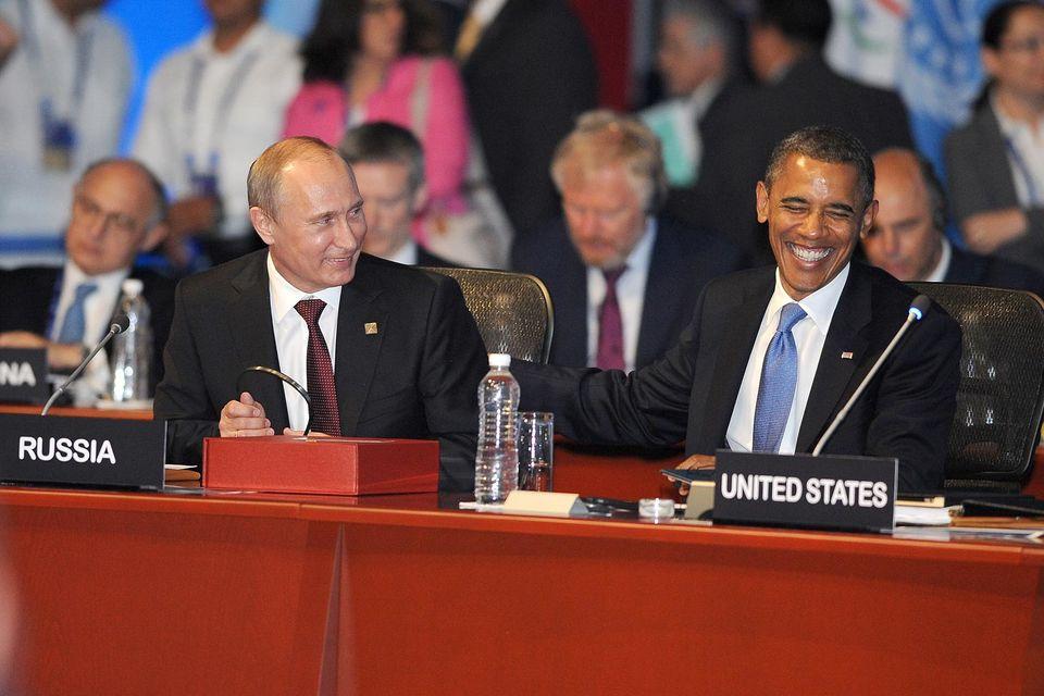 Чаще всего американскому и российскому президентам симпатизируют в Африке (77% и 32% соответственно)
