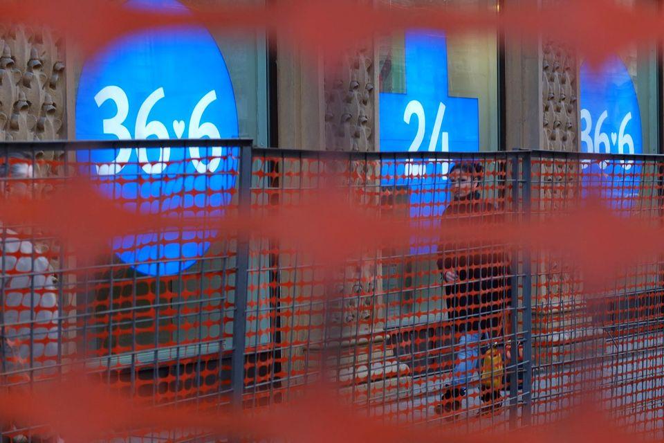 В сообщении Банка России причина приостановки допэмиссии не называется