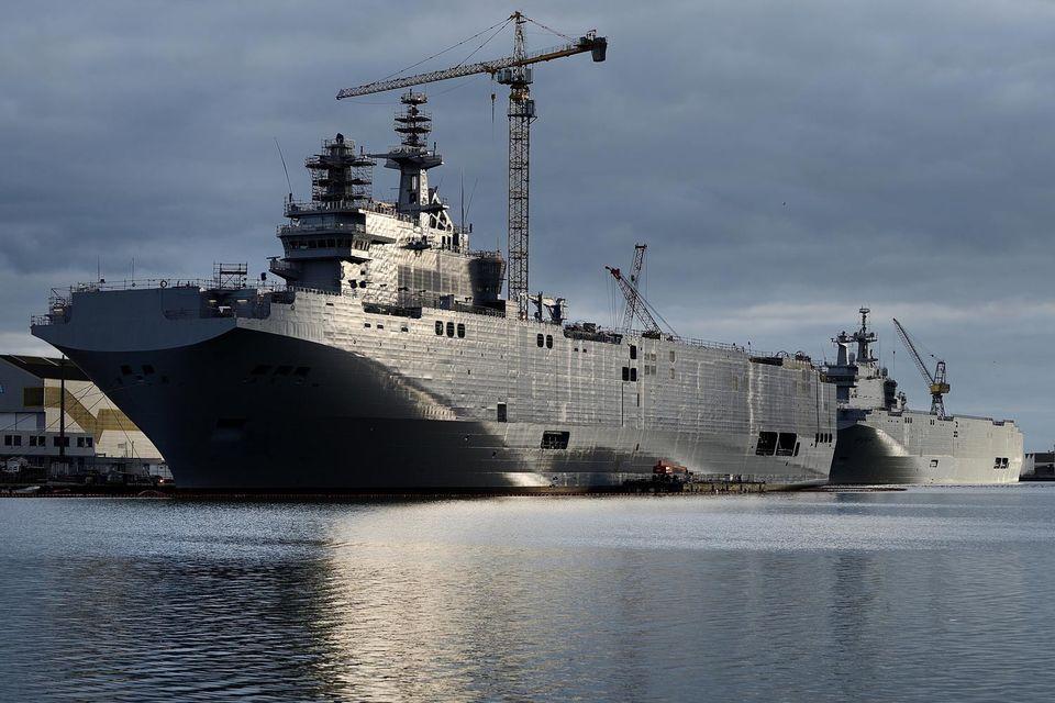 Франция уже полгода ищет новых покупателей на построенные для России корабли