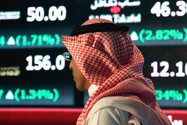 Для сохранения госрасходов на прежнем уровне Саудовской Аравии пришлось потратить $65 млрд из валютных резервов, которые сократились до $672 млрд с $737 млрд в августе 2014 г.