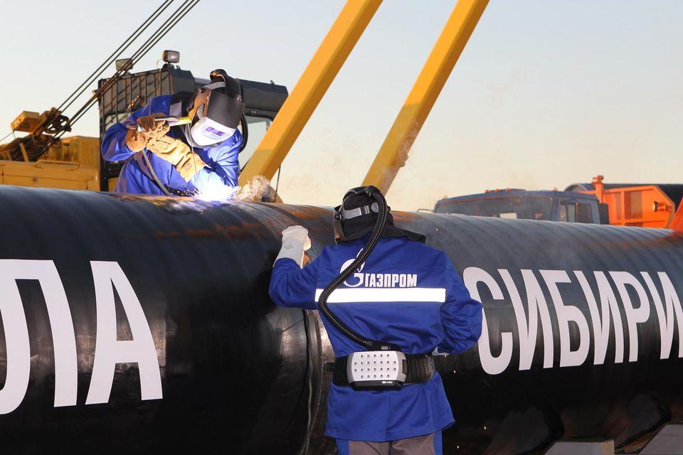 30-летний контракт на поставку в Китай до 38 млрд куб. м газа в год по «Силе Сибири» «Газпром» и CNPC подписали еще в мае 2014 г. Но в силу он вступил только 13 мая 2015 г.