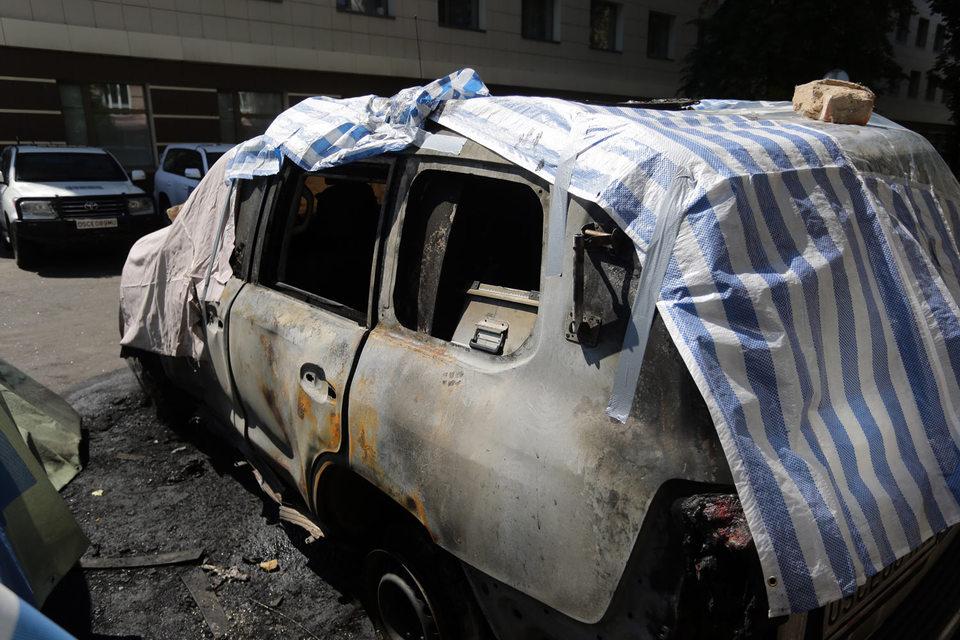 Три автомобиля специальной мониторинговой миссии (СММ) ОБСЕ были уничтожены полностью, одному причинен существенный ущерб, еще три пострадали незначительно