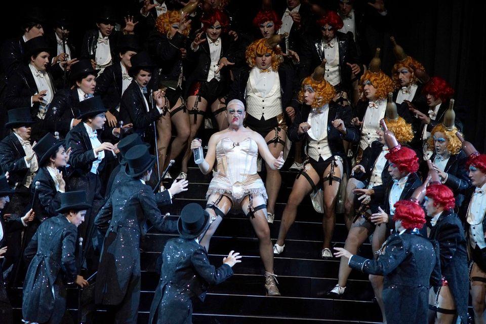 Романтизм Гофмана в спектакле Стефана Херхайма распространился на эксперименты с половой идентичностью