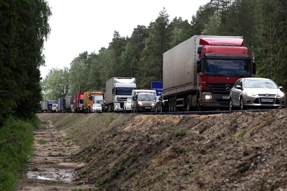 Плата за проезд по федеральным трассам должна взиматься с грузовиков массой свыше 12 т начиная с 15 ноября