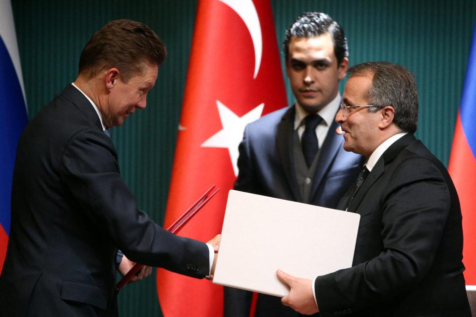 Предправления «Газпрома» Алексей Миллер (на фото слева) может согласиться на строительство одной ветки «Турецкого потока» только при ее высокой цене