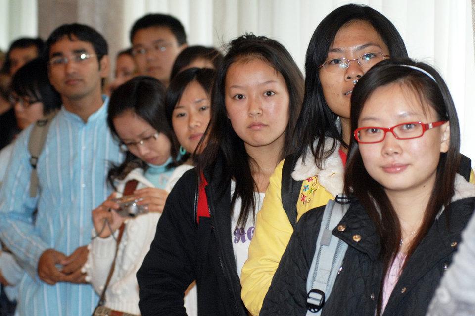 За год число китайских студентов в наших вузах выросло с 16 385 до 18 269 человек