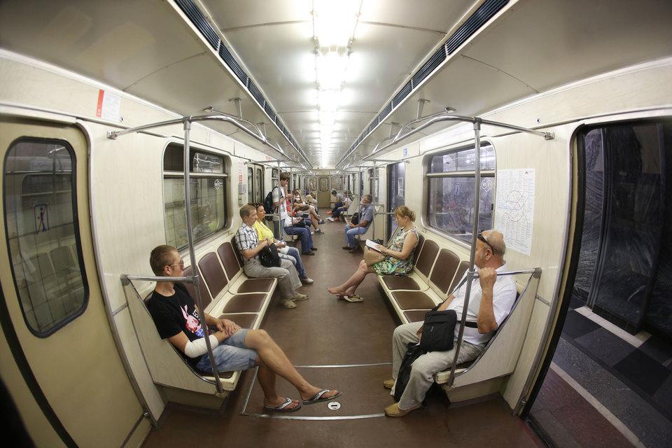 Московский метрополитен демонтировал рекламу в подвижных составах, когда метрополитен приступит к демонтажу рекламы на станциях, пока неизвестно