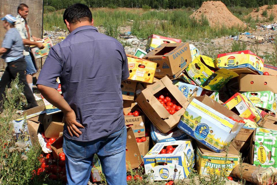 Еду нужно передавать в детдома, приюты для бездомных и больницы или отдавать нуждающимся, полагает большинство респондентов