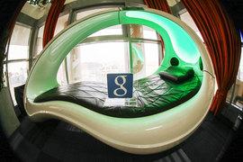 Офисный стиль интернет-компаний включает экзотические элементы вроде капсул для отдыха и скалодромов