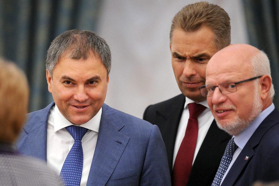 Вячеслав Володин (слева) пообещал Михаилу Федотову (справа) подумать о пользе НКО