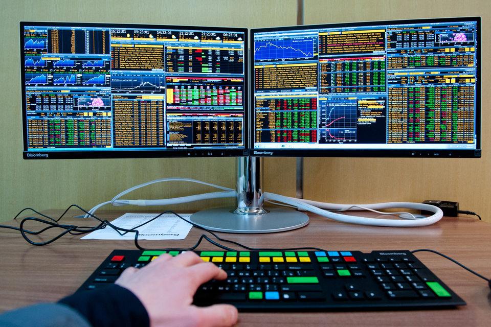 Днем они обычные системные администраторы и менеджеры, а ночью превращаются в программистов и пишут алгоритмы для торговли акциями